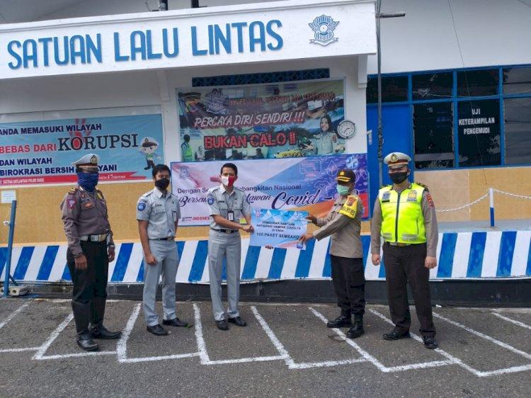 Peduli Dampak Covid-19, Satuan Lalu Lintas Polres Ende Gandeng PT. Jasa Raharja Berikan Bantuan Sembako