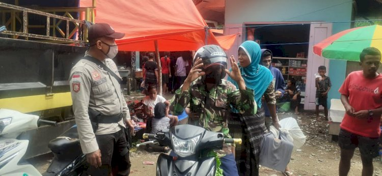 Kanit Binmas Polsek Lio Timur, Berikan Himbauan Prokes 3M Di Pasar Tradisional Watuneso