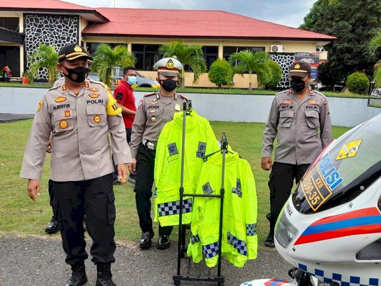 Kapolres Ende Pimpin Apel Kesiapan Pergeseran Dan Kelengkapan Personil Yang BKO Ke Polres Sikka