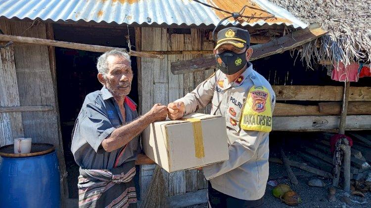 Lagi ,Polres Ende Turun Ke Lokasi Bencana Serahkan Bantuan Sosial