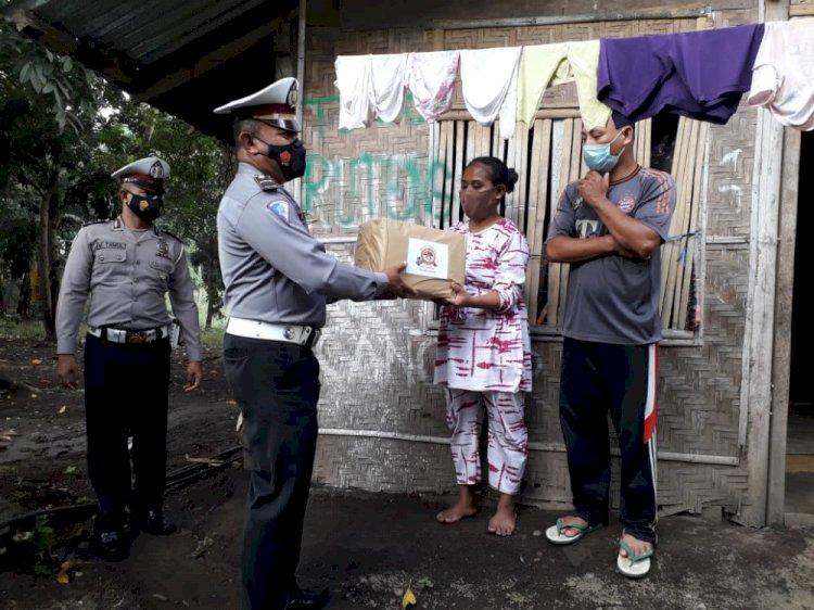 Sambut Hut Bhayangkara Ke-75, Satlantas Polres Ende Bagikan 350 Paket Sembako Untuk Warga Tidak Mampu