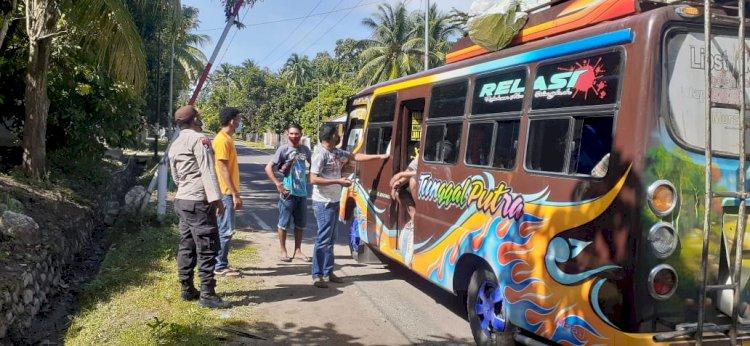 Cegah Covid-19 Meluas, Polsek Nangapanda Melakukan Pendisiplinan Para Pengguna Jalan Dan Sosialisasi Prokes 5M