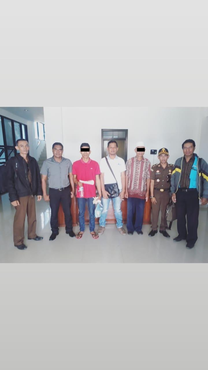 Polres Ende Limpahkan 2 Orang Tersangka dan Barang Bukti Korupsi ke Kejaksaan Negeri Ende