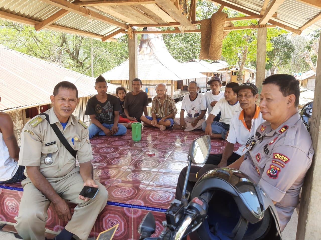 Sampaikan Pesan Kamtibmas Jelang Pilkades Kapolsek Lio Timur  Sambangi Rumah Calon Kepala Desa