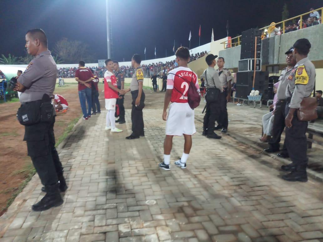 Personil Polres Ende, Amankan Final Sepak Bola Ema Gadi Djou Memorial Cup Tahun 2019.