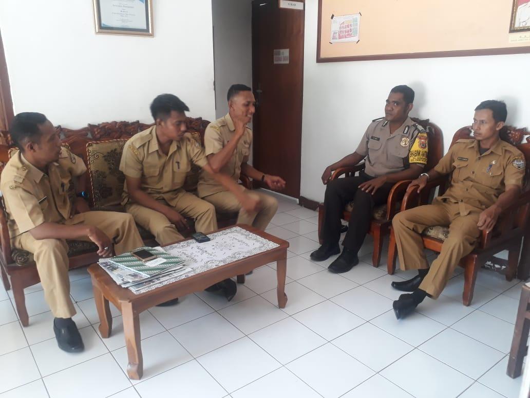 Jalin Silaturahmi, Bhabinkamtibmas Polsek Ende Sambang Ke Kantor Kelurahan Mbongawani
