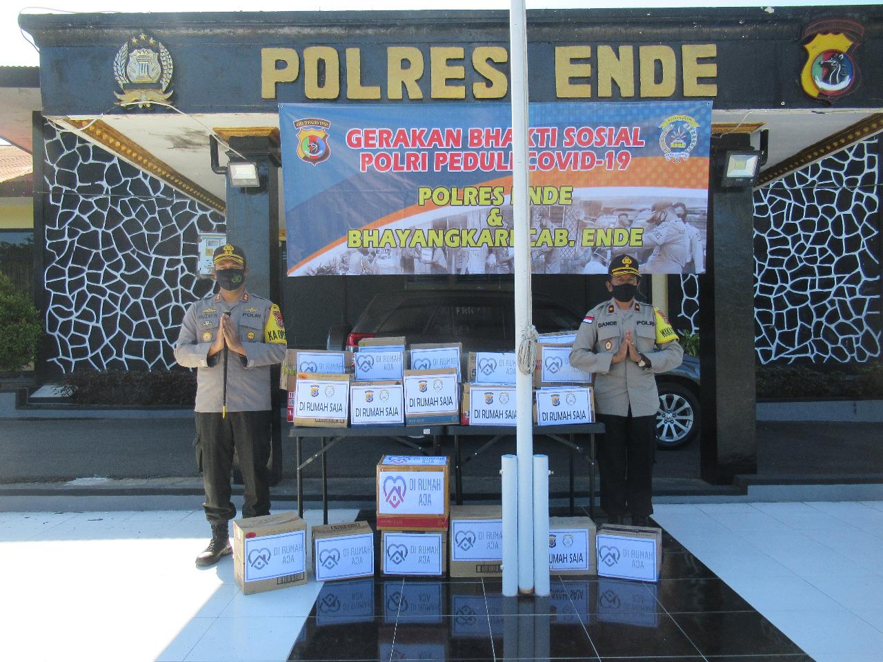 Peduli Dampak Corona, Polres Ende Bagikan 100 Paket Sembako Dan 300 Lembar Masker